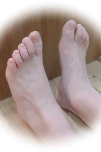 足の小指の謎